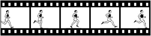 бегущий человек перед объективом камеры